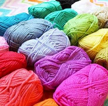 MERAVIGLIOSI COLORI - Ogni gomitolo di lana è meravigliosamente colorato in tonalità per adattarsi ad ogni tuo progetto.