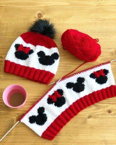 cuffia a maglia con topolino